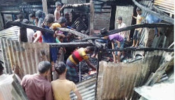 100 houses gutted in Chalantika slum fire