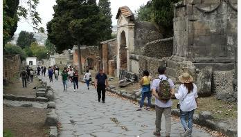 ভিসুভিয়াসের পাদদেশে প্রাচীন শহর পম্পেই