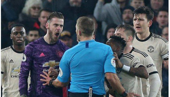 Man Utd fined for failing to control players