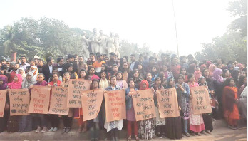 Huge protest on DU campus over rape of student