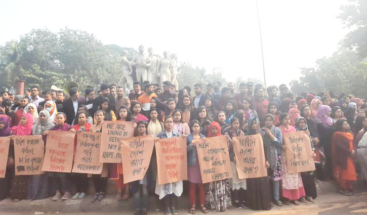 Huge protest on DU campus over rape of student