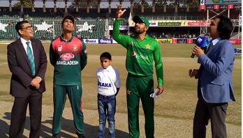 Bangladesh lose five wickets