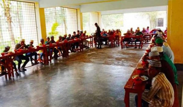 বরগুনায় জেলা প্রশাসকের ব্যতিক্রমী ঈদ উদযাপন