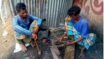 কয়লা সংকটে হিলির কামার পল্লীতে উদ্বেগ
