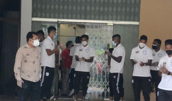 জাতীয় ফুটবল দলে ১৩ জনের চারজনই করোনায় আক্রান্ত