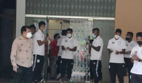 Four of national football team test coronavirus positive