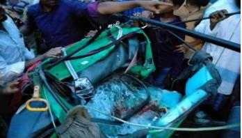কামারখন্দে গাছ চাপায় অটোরিকশার যাত্রী নিহত