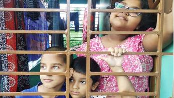 করোনাকালে চারদেয়ালে বন্দি শিশুরা, বাড়ছে অস্থিরতা