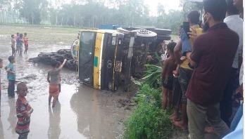 4 killed as truck overturns in Rangpur
