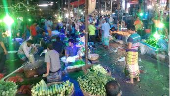 বাজারদর : অধিকাংশ সবজির কেজি ৫০ টাকা