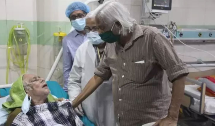 Dr Zafrullah visits Haider Akbar Khan at DMCH