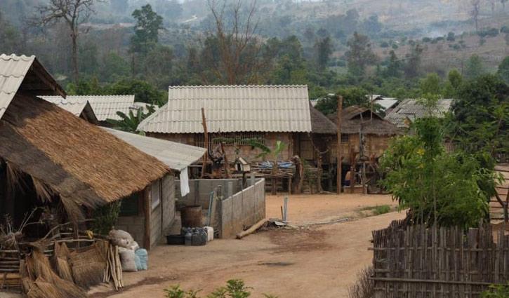 সবুজ প্রকৃতিতে ঘেরা করোনা গ্রাম