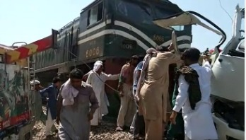 20 killed as train rams bus in Pakistan