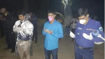 জ্বর-কাশিতে মৃত ব্যক্তির লাশ দাফন করলো পুলিশ