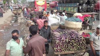 নরসিংদীতে সবজি বাজারে ধস, বিপাকে কৃষক