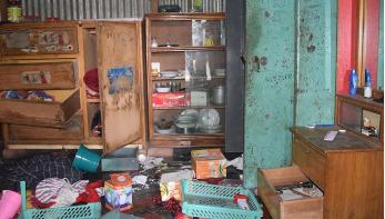করোনা পরিস্থিতিতেও সিরাজগঞ্জে বাড়িতে হামলা-লুটের অভিযোগ