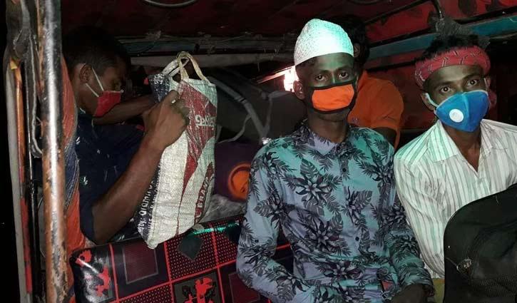 বালুর কার্গোতে বরগুনায় এলেন নারায়ণগঞ্জের ১০৯ যাত্রী
