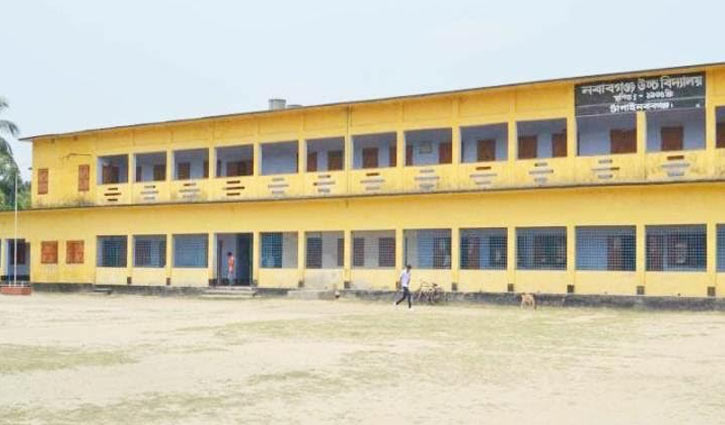 নবাবগঞ্জ বিদ্যালয়ের শিক্ষার্থীদের মার্চের বেতন মওকুফ