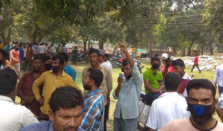 বেতনের দাবি: মধ্যপাড়া কয়লা খনিতে শ্রমিক অসন্তোষ