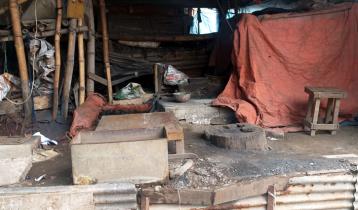 ব্যস্ততা নেই কামার পাড়ায়, ভেঙে গেছে স্বপ্ন