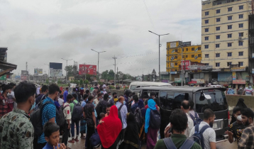 কুমিল্লায় সড়কে শ্রমিকদের 'মহাদুর্ভোগ', তবুও ঢাকামুখী ঢল
