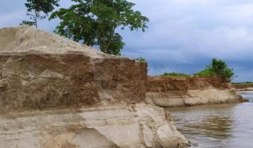 মহানন্দা নদীতে ভাঙন, হুমকির মুখে কৃষিজমি ও স্থাপনা