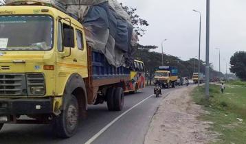টাঙ্গাইল-বঙ্গবন্ধু সেতু মহাসড়কে যানবাহনের ধীরগতি