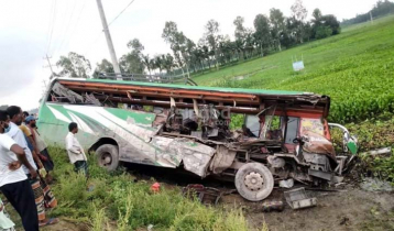 5 killed as 2 buses clash in Mithapukur