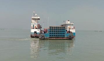 2 ferries plying on Paturia-Daulatdia route