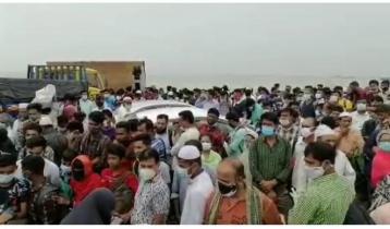 Huge crowd on Shimulia-Bangla Bazar route