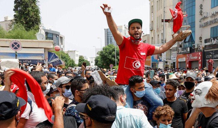 Tunisia protests continue despite PM's sack