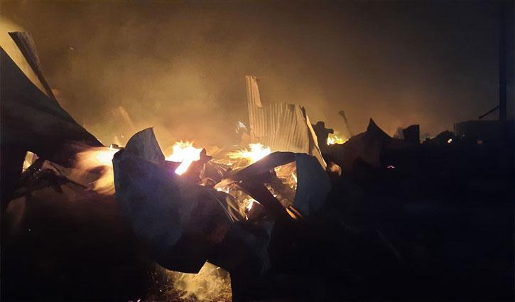 রোহিঙ্গা ক্যাম্পে ভয়াবহ অগ্নিকাণ্ডে নিহত ৭, আহত প্রায় ২ হাজার