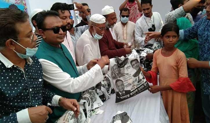 ২৫০০ পরিবারের মাঝে ঈদ উপহার বিতরণ করলেন সেচ্ছাসেবক লীগ নেতা