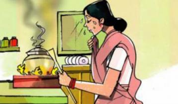 রান্না ঘরে গৃহকর্মীর নীরব কান্না