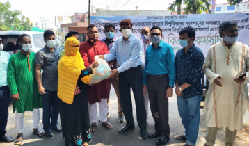 ১০০ অসহায়কে খাদ্যসামগ্রী দিলো 'শাবি কর্মকর্তা সমিতি'