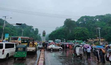 গণপরিবহন বন্ধের প্রতিবাদে চট্টগ্রামে গার্মেন্টস শ্রমিকদের অবরোধ
