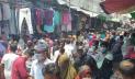 খুলনায় 'স্বাস্থ্যবিধি ভুলে' ঈদ কেনাকাটায় ব্যস্ত মানুষ