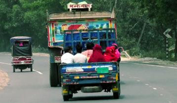 গণপরিবহন বন্ধ: অননুমোদিত যানবাহনে যাত্রী পরিবহন