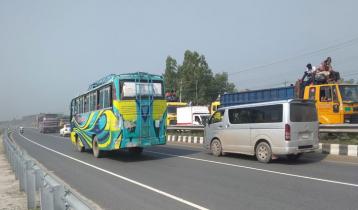 টাঙ্গাইল-বঙ্গবন্ধু সেতু সড়কে চলছে দূরপাল্লার বাস