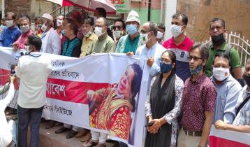 সমাবেশ-মানববন্ধনে সাংবাদিক রোজিনার মামলা প্রত্যাহার দাবি