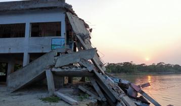 নদীগর্ভে বিলীনের পথে প্রাথমিক বিদ্যালয়টি