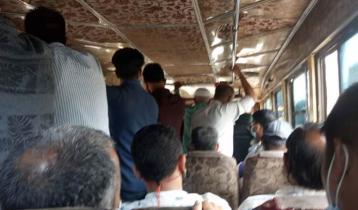 চট্টগ্রামে গণপরিবহনে যাত্রী দ্বিগুণ, ভাড়াও দ্বিগুণ