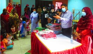 কাশিমপুরে নারী বন্দীদের ঈদের পোশাক দিলেন জেলা প্রশাসক