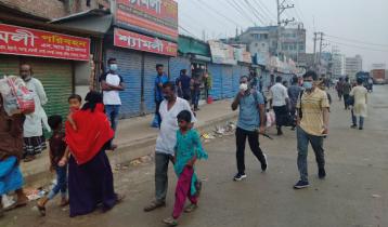 গাজীপুরে কঠোর লকডাউন শুরু, যানবাহন না পেয়ে অফিসগামীরা দুর্ভোগে