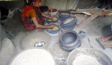 সামনে রমজান, ব্যস্ত এখন মুড়ির গ্রাম 'তিমিরকাঠি'