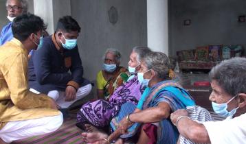 বৃদ্ধাশ্রমে আশ্রিতদের নিয়ে ঈদ উদযাপন করলো ছাত্রলীগ