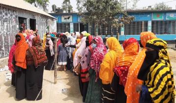 করোনা উপেক্ষা করে চলছে সুজানগর পৌরসভার কাউন্সিলর পদে নির্বাচন