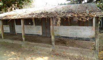 আশ্রয়ণ প্রকল্পের কমিউনিটি সেন্টার এখন গোয়াল ঘর