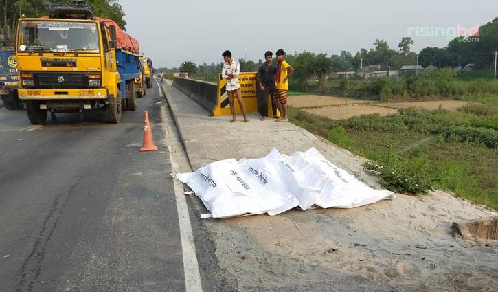 Truck collision kills 3 in Tangail