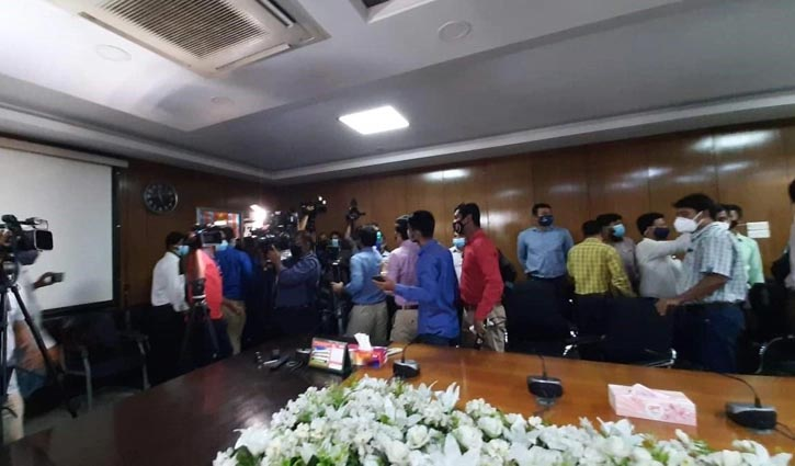 Journalists boycott health ministry's press conference